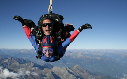 SKYDIVING IN SWITZERLAND para424x265_05
