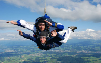 SKYDIVING IN SWITZERLAND para424x265_06