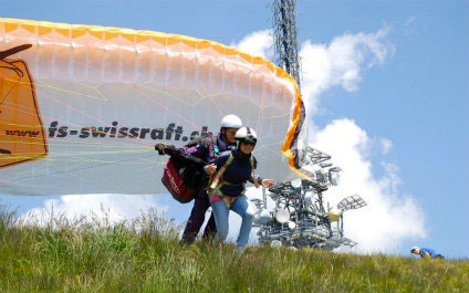 TANDEM PARAGLIDING IN SWITZERLAND biplace424x265_03.jpg