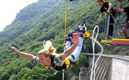 BUNGEE / BUNGY JUMPING IN DER SCHWEIZ 424x265_by01