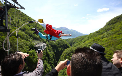 BUNGEE / BUNGY JUMPING IN DER SCHWEIZ 424x265_by07