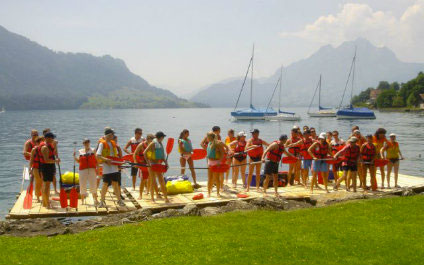 RAFT CONSTRUCTION FOR YOUR EVENT IN SWITZERLAND Flossbau424x265_7
