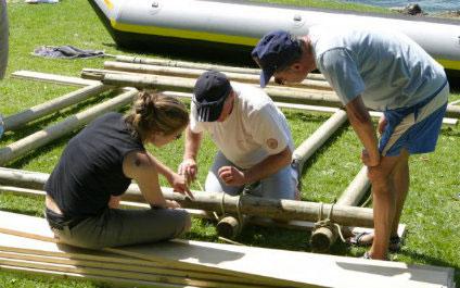 CONSTRUCTION D'UN RADEAU EN SUISSE Flossbau424x265_1