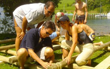 CONSTRUCTION D'UN RADEAU EN SUISSE Flossbau424x265_2