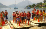 Building a raft on any Swiss lake! Everybody can join in the fun – big or small – ending up ``all in the same boat``.