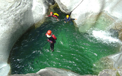 CANYONING EN SUISSE canyoning424x265_10