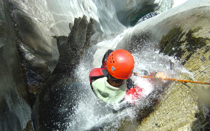 CANYONING EN SUISSE canyoning424x265_2