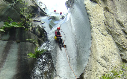 CANYONING EN SUISSE canyoning424x265_20