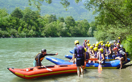 EASY RAFTING IN SWITZERLAND funraft424x265_03
