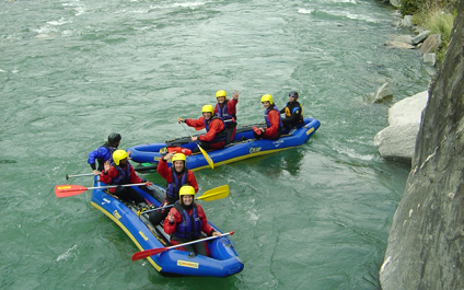 EASY RAFTING FOR COMPANIES IN SWITZERLAND funraft424x265_16